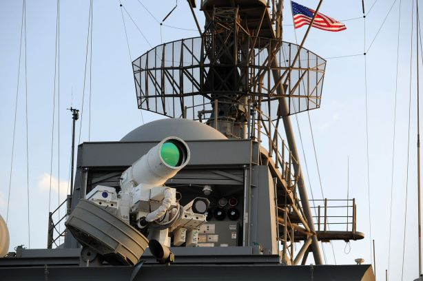 Laser_Weapon_System_aboard_USS_Ponce_(AFSB(I)-15)_in_November_2014_(05)