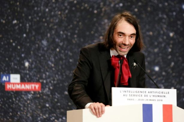 1109237-le-depute-mathematicien-cedric-villani-lrem-lors-d-une-intervention-sur-l-intelligence-artificielle-